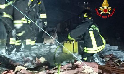 Nella notte brucia il tetto di una casa a Passirano