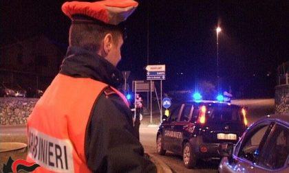 Asintomatica positiva al Covid trovata fuori casa dai Carabinieri