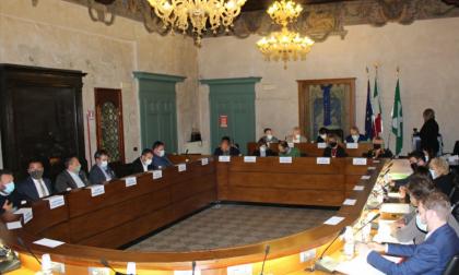 Il Consiglio convocato a Santo Stefano accende la polemica