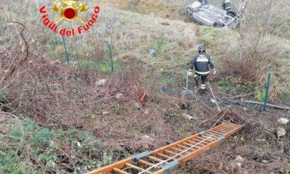 Ribaltamento a Desenzano, intervengono i vigili del fuoco