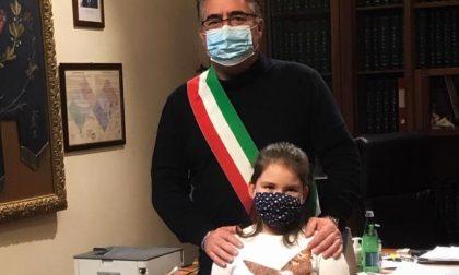 Zoe a 7 anni firma un patto per migliorare il suo paese