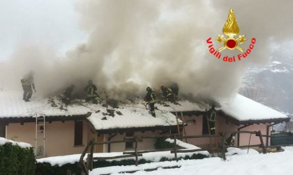 A fuoco un tetto in legno a Pisogne