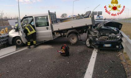 Carambola di auto sulla A35: intervengono i Vigili del fuoco