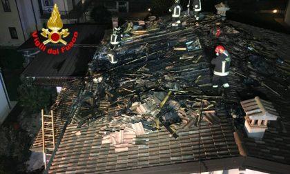 Incendio alla canna fumaria, gravi danni a una casa