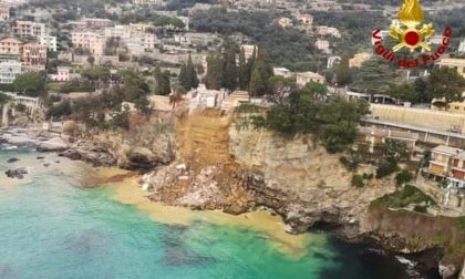 Le foto della frana al cimitero: 200 bare finiscono in mare in Liguria