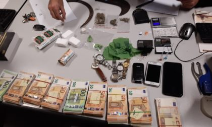 Detenzione di stupefacenti finalizzati allo spaccio e soldi: in manette un 64enne