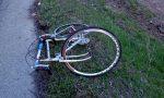 Finisce a terra dopo l'urto con un carro funebre: ciclista trasportato in elisoccorso al Civile