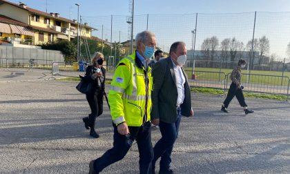 Il commissario Bertolaso in visita ai centri vaccinali di Chiari e Iseo