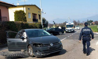Scontro fra due auto, coinvolte anche due minorenni