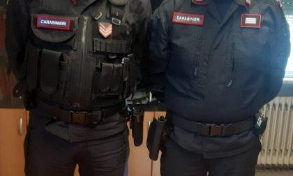 Inverte la marcia alla vista dei carabinieri: arrestato un pusher 35enne