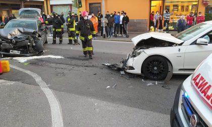 Scontro violento all'incrocio, in tilt il traffico a Palazzolo sull'Oglio