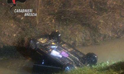 Finisce con l'auto nel canale con la figlia di tre anni a bordo: salvata dai Carabinieri