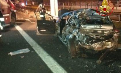 Carambola in autostrada, Tir abbatte le barriere e finisce in tangenziale