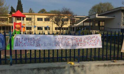 Salò, manifestazione contro la Dad davanti ai cancelli della Teresio Olivelli