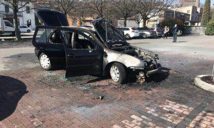 Un'altra auto a fuoco, questa volta nel parcheggio della Lidl