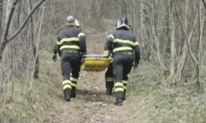 Incidente con il trattore nel tagliare la legna: muore 76enne