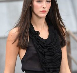 Vittoria Ceretti, la super top model bresciana sul palco dell'Ariston
