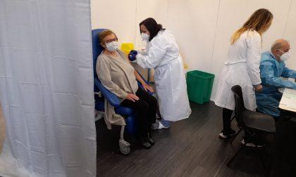 Aperto l'hub vaccinale all'ex bocciodromo di Manerbio
