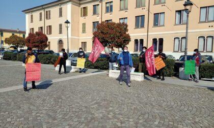 Polo logistico: gli ex operai in piazza per rivendicare il posto di lavoro