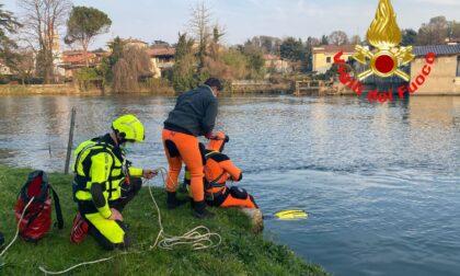 Donna caduta nel fiume: al lavoro i sommozzatori