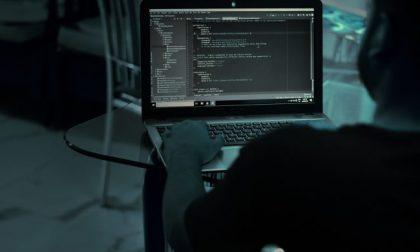 Hackeravano e-mail aziendali: riciclaggio di 600mila euro, perquisizioni anche nel bresciano