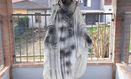 Sfregiata la Madonna del volontariato a Milzano