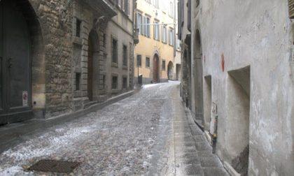 Festa abusiva in un appartamento a Bergamo: multati anche dei giovani bresciani