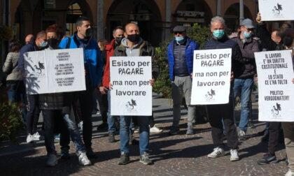 «Lavorare per vivere»: oltre 150 ambulanti scendono in piazza a Brescia