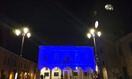 Castel Goffredo illuminata di blu per l'autismo