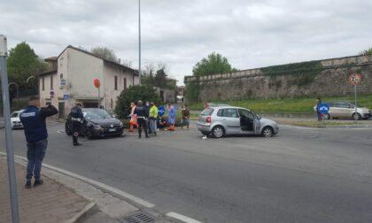 Incidente alla rotonda di via Franciacorta