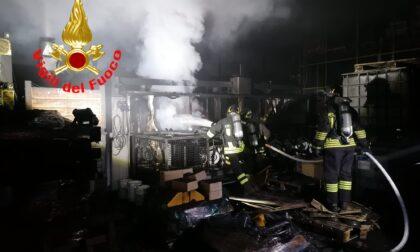 Capannone in fiamme: intervengono i Vigili del fuoco