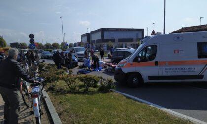 Investimento sul passaggio pedonale in via Brescia, ferito un uomo in bicicletta