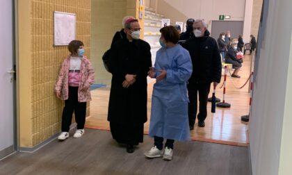Il Vescovo di Mantova in visita all'hub vaccinale volontario di Castel Goffredo