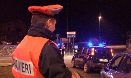 Alticcio alla guida di una Porsche provoca un incidente: auto distrutta e patente ritirata a un 28enne