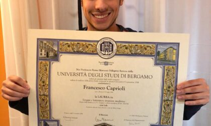 Si laurea due volte nello stesso giorno: la storia del bresciano Caprioli