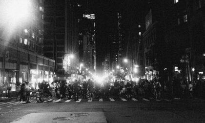 Trecento ragazzi riuniti per il video di un rapper: scoppia lo scontro con la Polizia