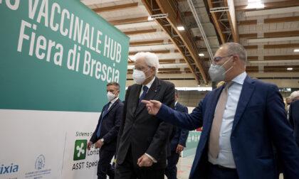 Terza tappa di Mattarella a Brescia con la visita all'Hub vaccinale del Brixia Forum