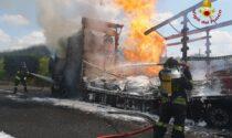Autoarticolato in fiamme, paura a Peschiera del Garda e lunghe code