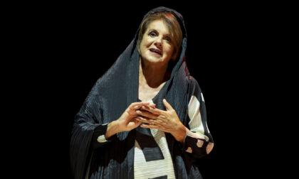 """Lella Costa in scena al Teatro Sociale con """"La vedova Socrate"""""""