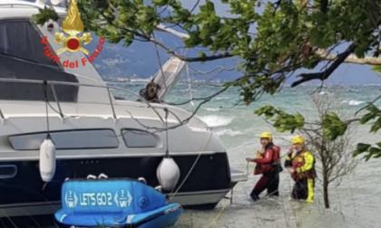 Barca si arena alla Baia del Vento, intervengono i Vigili del Fuoco