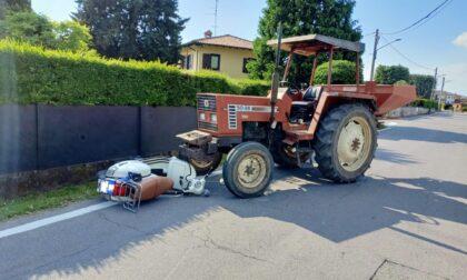 Scontro tra Vespa e trattore in via Palazzolo
