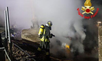 Incendio nella notte a Pisogne, intervengono i Vigili del Fuoco