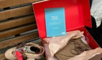 Finge di acquistare un paio di Jordan da collezione e le ruba: colto con le scarpe nel sacco