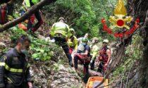 Cade nel torrente mentre taglia una pianta, salvato dai Vigili del fuoco e dal Soccorso alpino