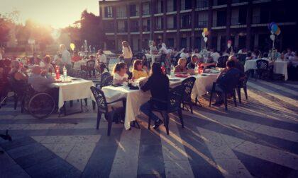 Grande successo per la seconda «Cena in piazza» di Pompiano