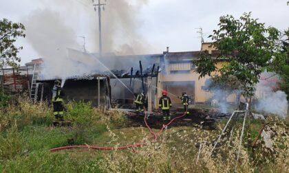 A fuoco garage e porticato di un'abitazione