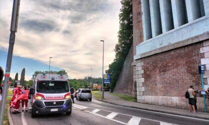 Cade dal viadotto a Desenzano, grave una donna