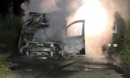 Esplode la tanica di benzina, 19enne lotta tra la vita e la morte