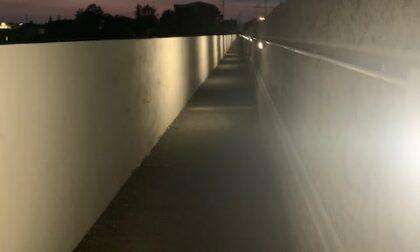 Conclusi i lavori per la nuova illuminazione della passerella ferroviaria