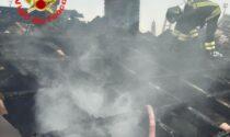 Il tetto prende fuoco, intervengono i Vigili del Fuoco